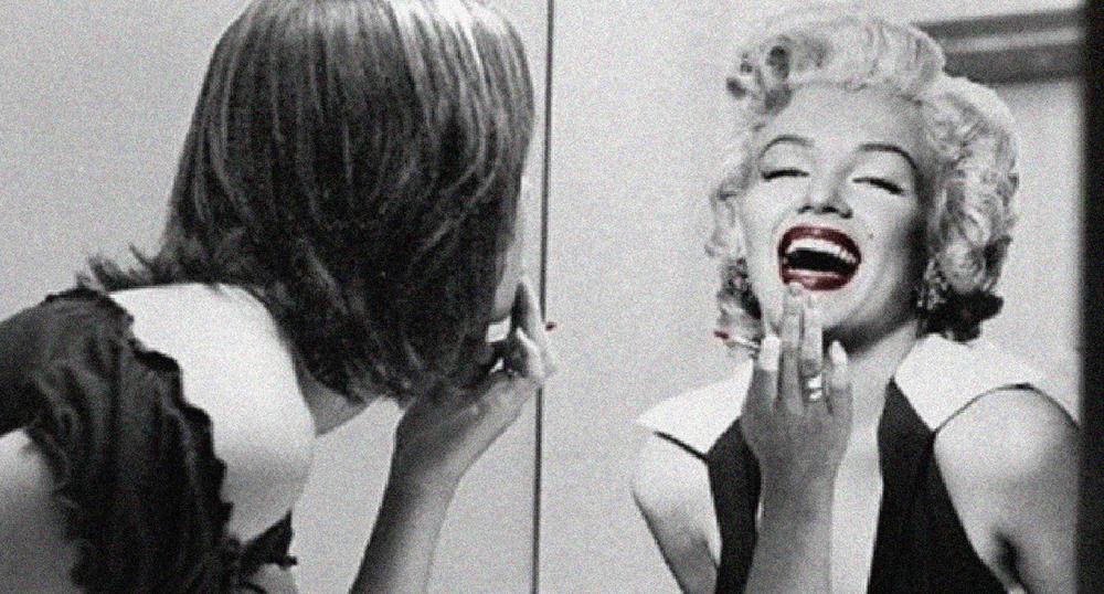 Vuelve a besar a ese espejo que te refleja